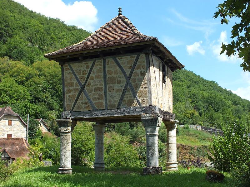 Larroque-Toirac - Le pigeonnier du Château (bourg)