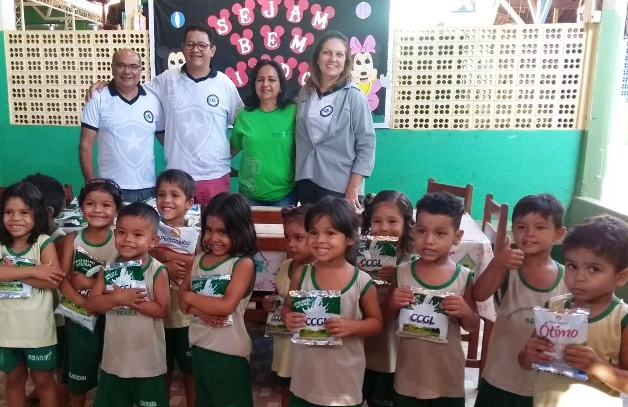 Torcida organizada do Botafogo doa leite em pó para crianças da Seara, botafogo1