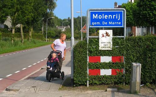 Groningen: Molenrij, beware of children