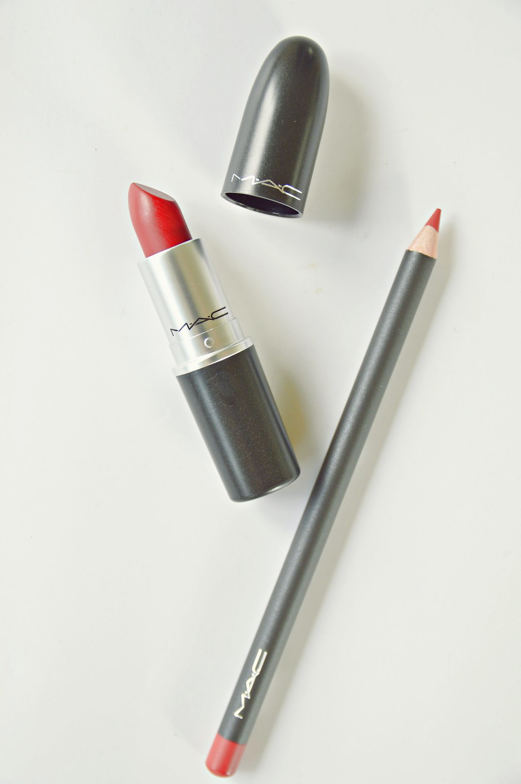 MAC COSMETICS LIPSTICK RUBY WOO