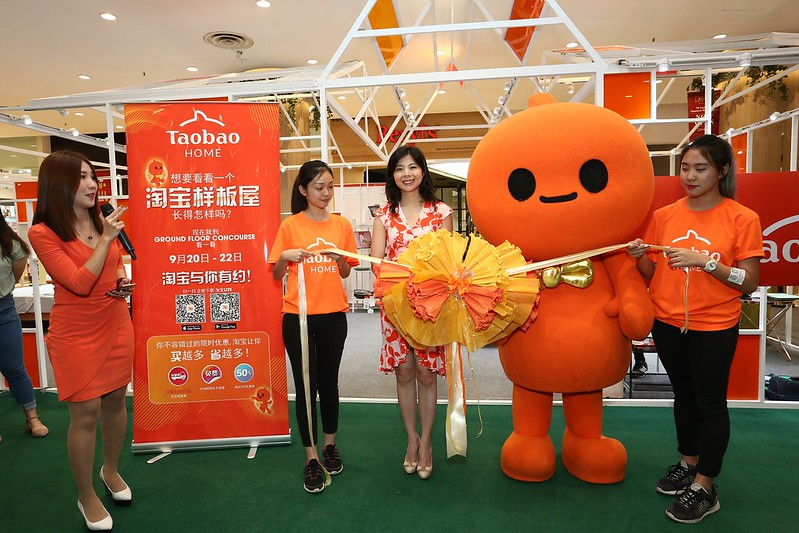 1.Lilian Wu, Tmall World Southeast Asia, Head of Marketing (centre) officially launching Taobao Home Pop-Up at Lot 10 Shopping Centre, Kuala Lumpur