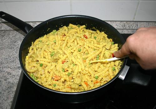 46 - Nudeln mit Sauce vermischen / Mix pasta with sauce