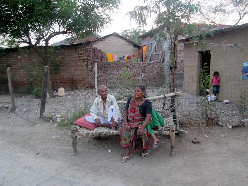 गाँव में खौफजदा लोग