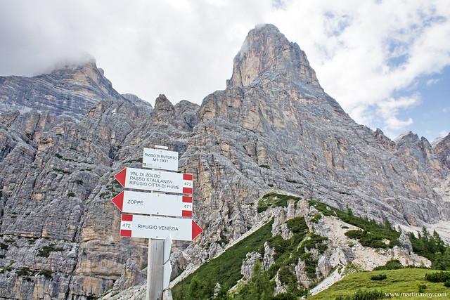 Il Pelmo visto dal sentiero che porta da Zoppè di Cadore al Rifugio Venezia