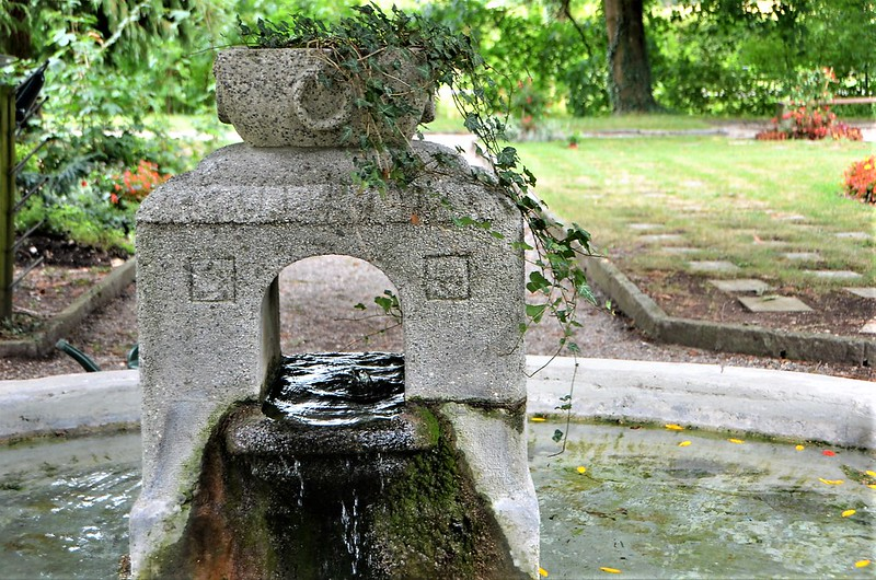 Fountain 24.08 (1)