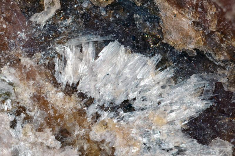 カステラロ石 / Casteralloite