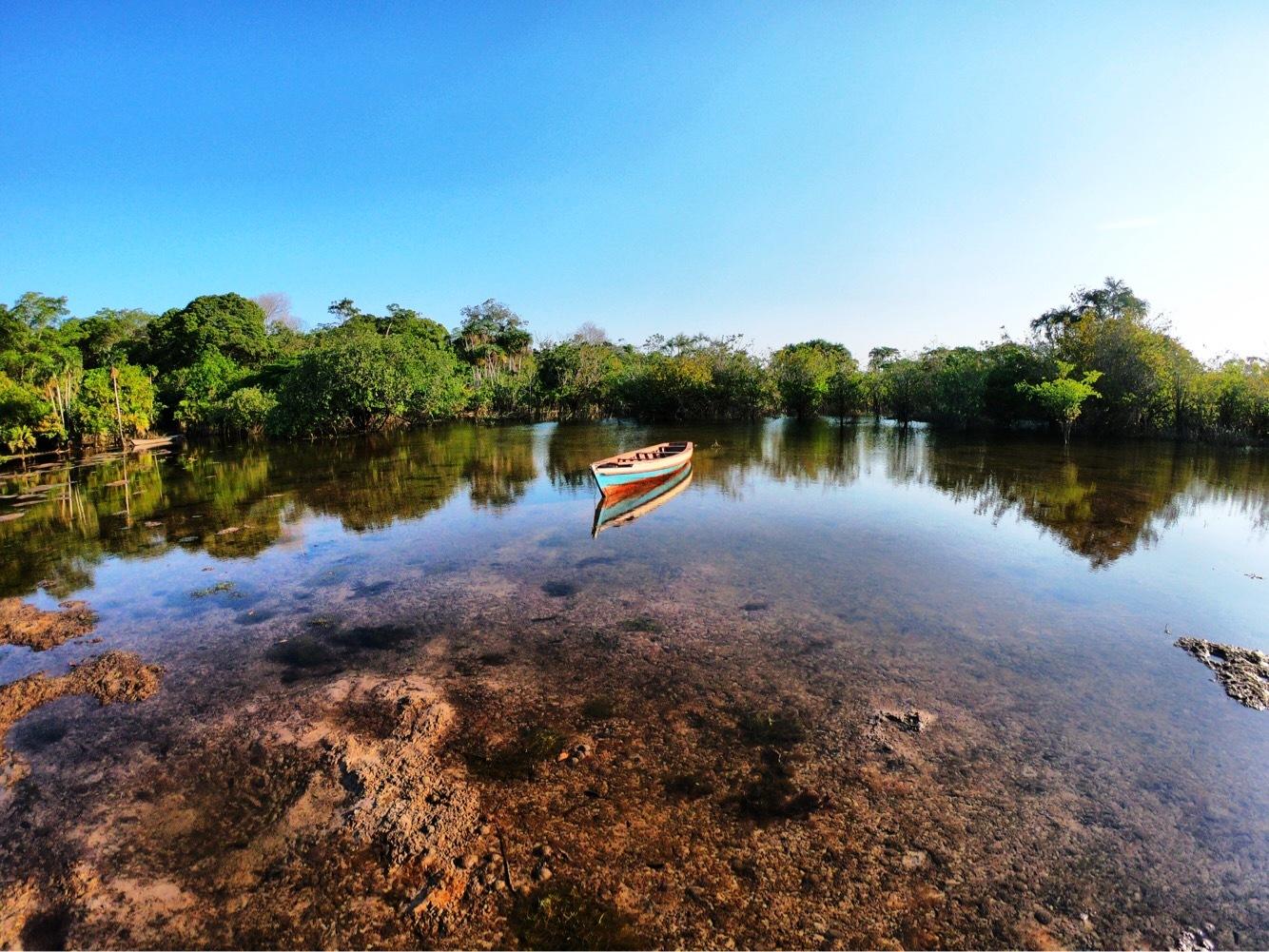 Esplendor e transparência do Lago do Tapari, de Felipe Soares Alho, tapari - olhar do0 leitor