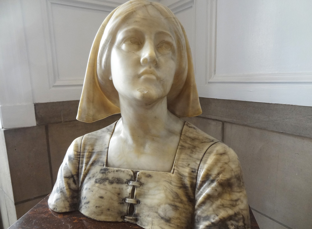 florence-nightingale-bust