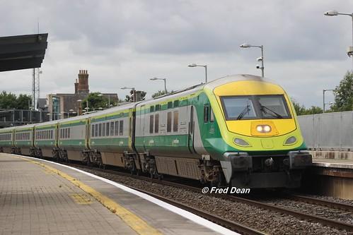 Irish Rail 4002 in Portarlington.