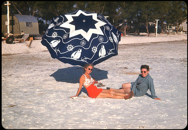 Everyday Life at Beaches in Florida during the 1950s (15)