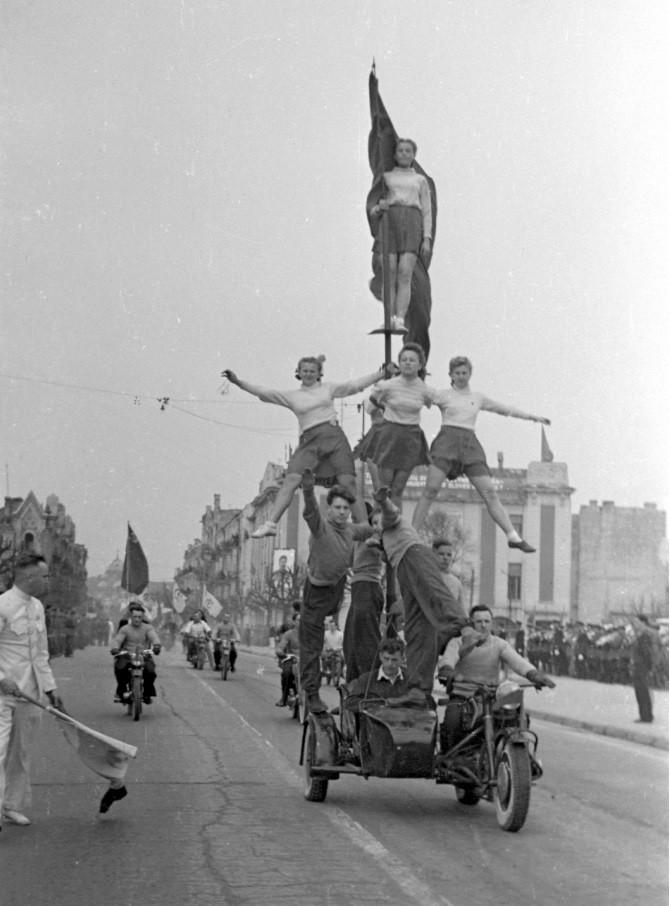 1947. Первомайская демонстрация в Вильнюсе.