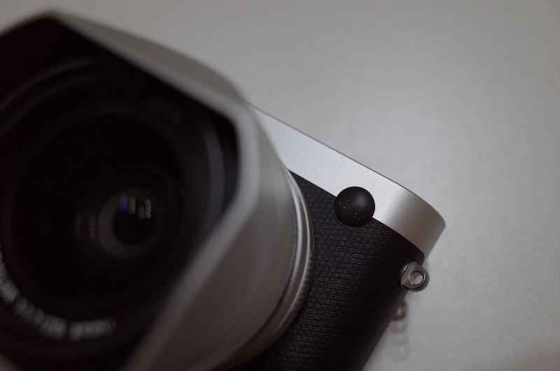 CLOAK for LEICA Leica Qロゴ部に装着