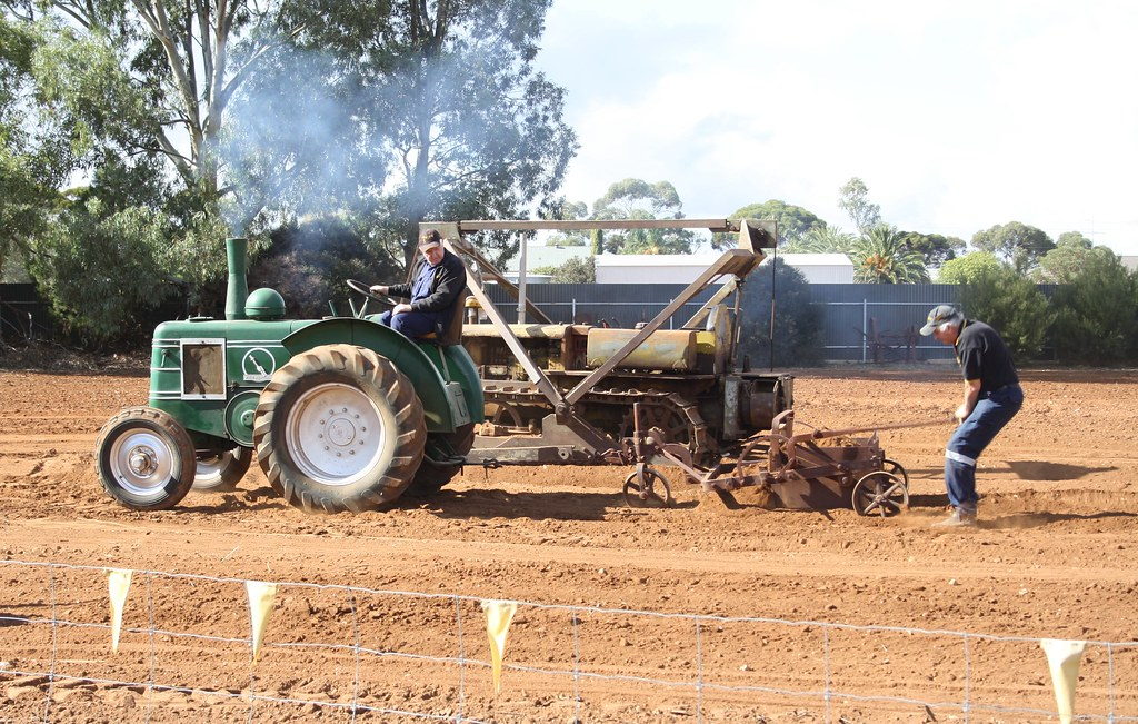 Moving dirt | Using a scoop behind a Field Marshall  Balakla