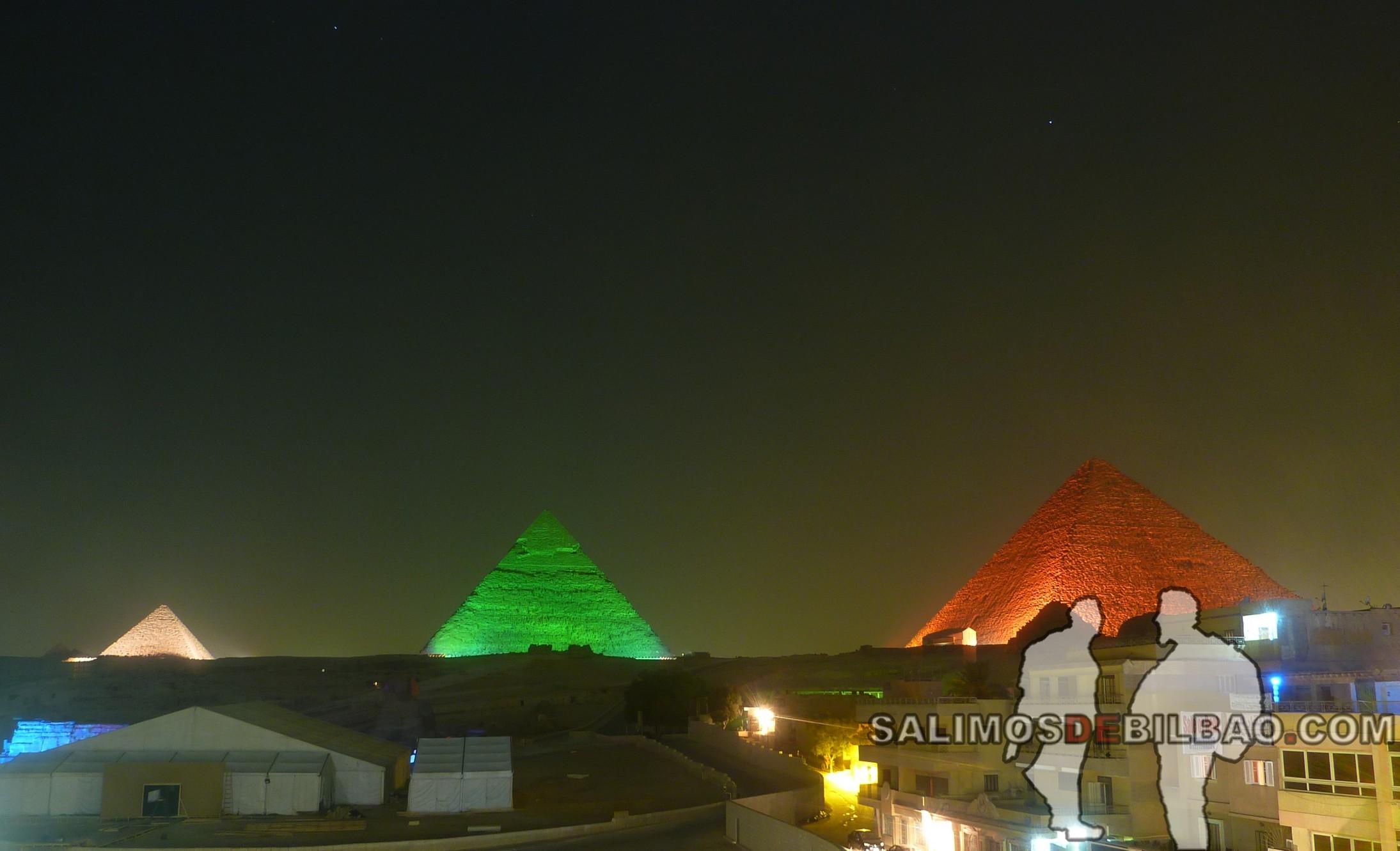 0282. Espectáculo nocturno, Pirámides de Giza