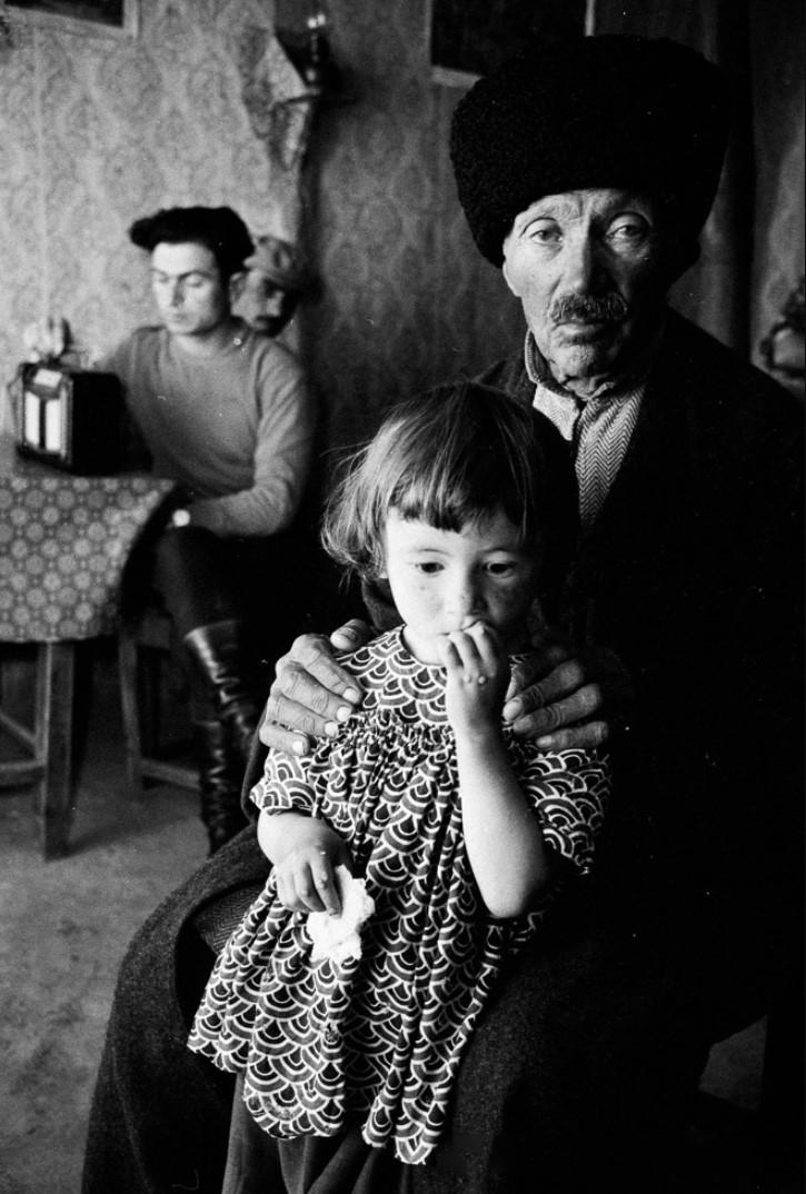 Мужчина с дочерью