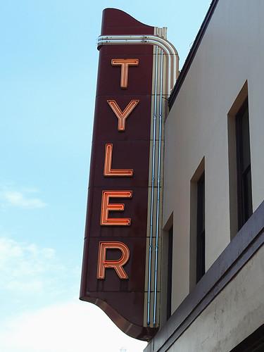 tyler tylertx texas usa outdoor street streetview building buildings neon neonlights lights