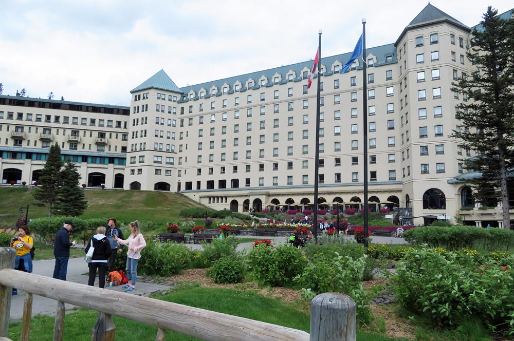 lake-louise-hotel