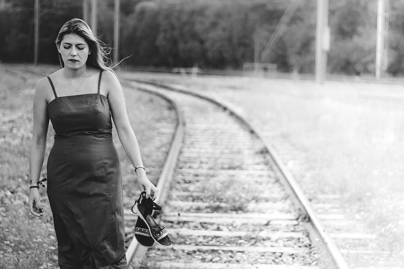 La jeune fille sur les rails! 44493170151_f153a6cf4e_c