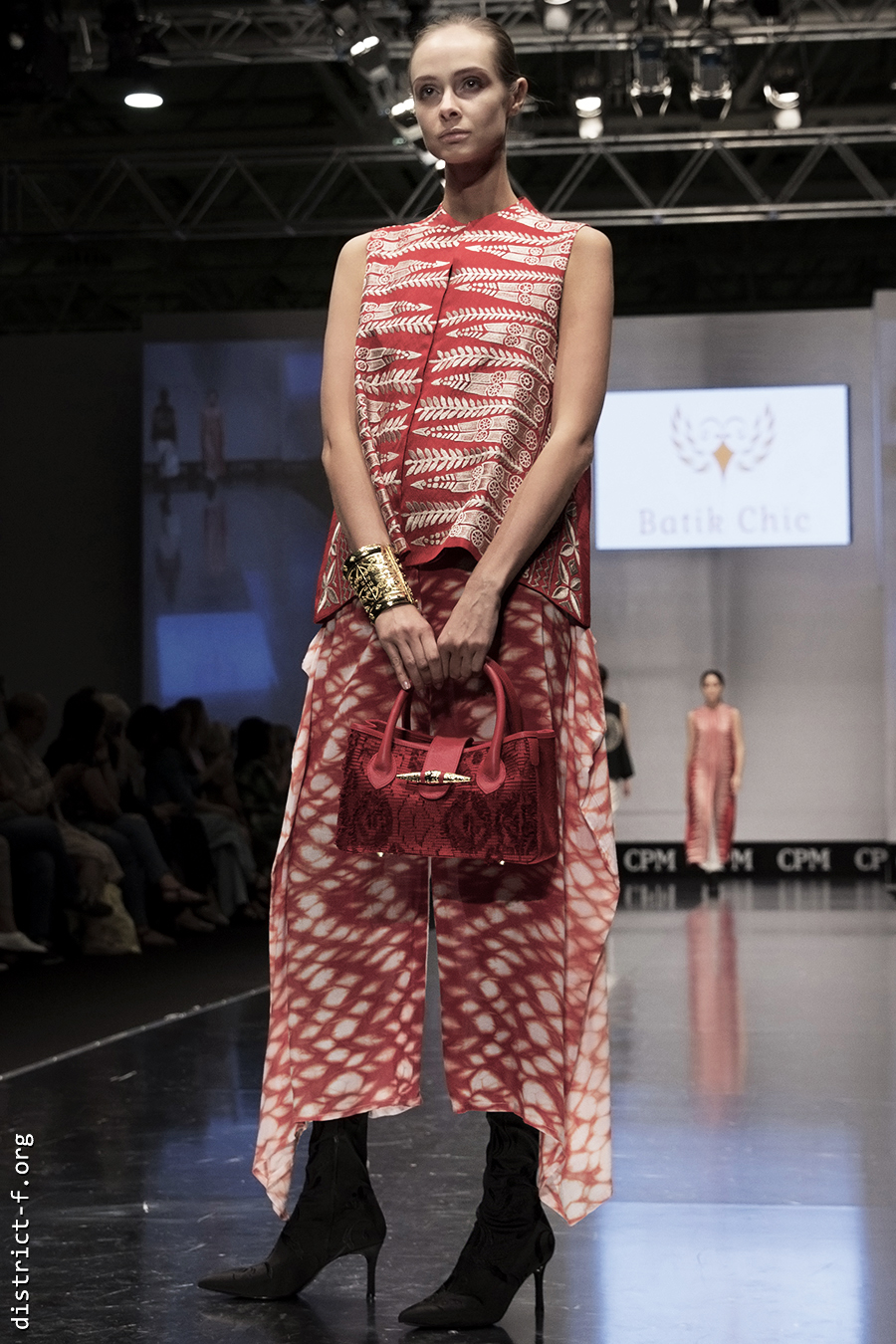 DISTRICT F — Collection Première Moscow SS19 — Indonesia bumew
