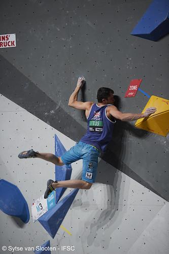 ifscwch-innsbruck-boulderfinal-men-012-D4S_3752