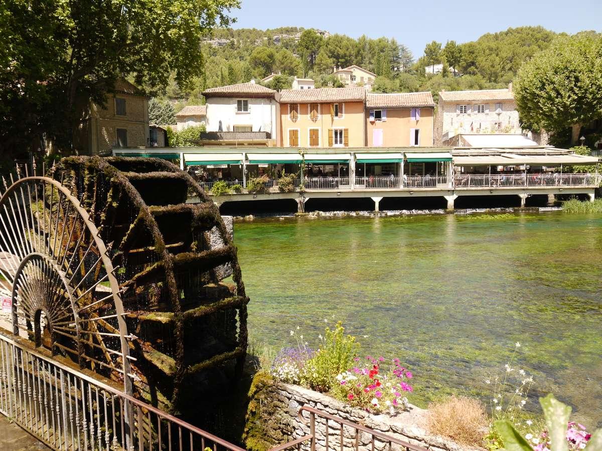 Самый необычный город Прованса