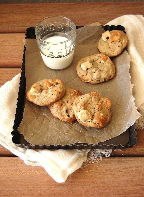 Cookies com marshmallow e gotas de chocolate