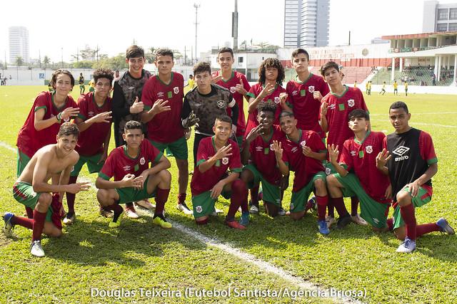 Equipe Sub-15 da Portuguesa Santista comemora classificação para a terceira fase do Campeonato Paulista da categoria, após empate em 1 a 1 contra o Red Bull, em partida realizada no dia 1º de setembro de 2018, no estádio Ulrico Mursa
