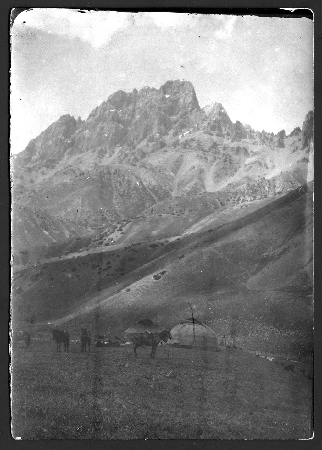 Участники экспедиции по Уралу во время отдыха.