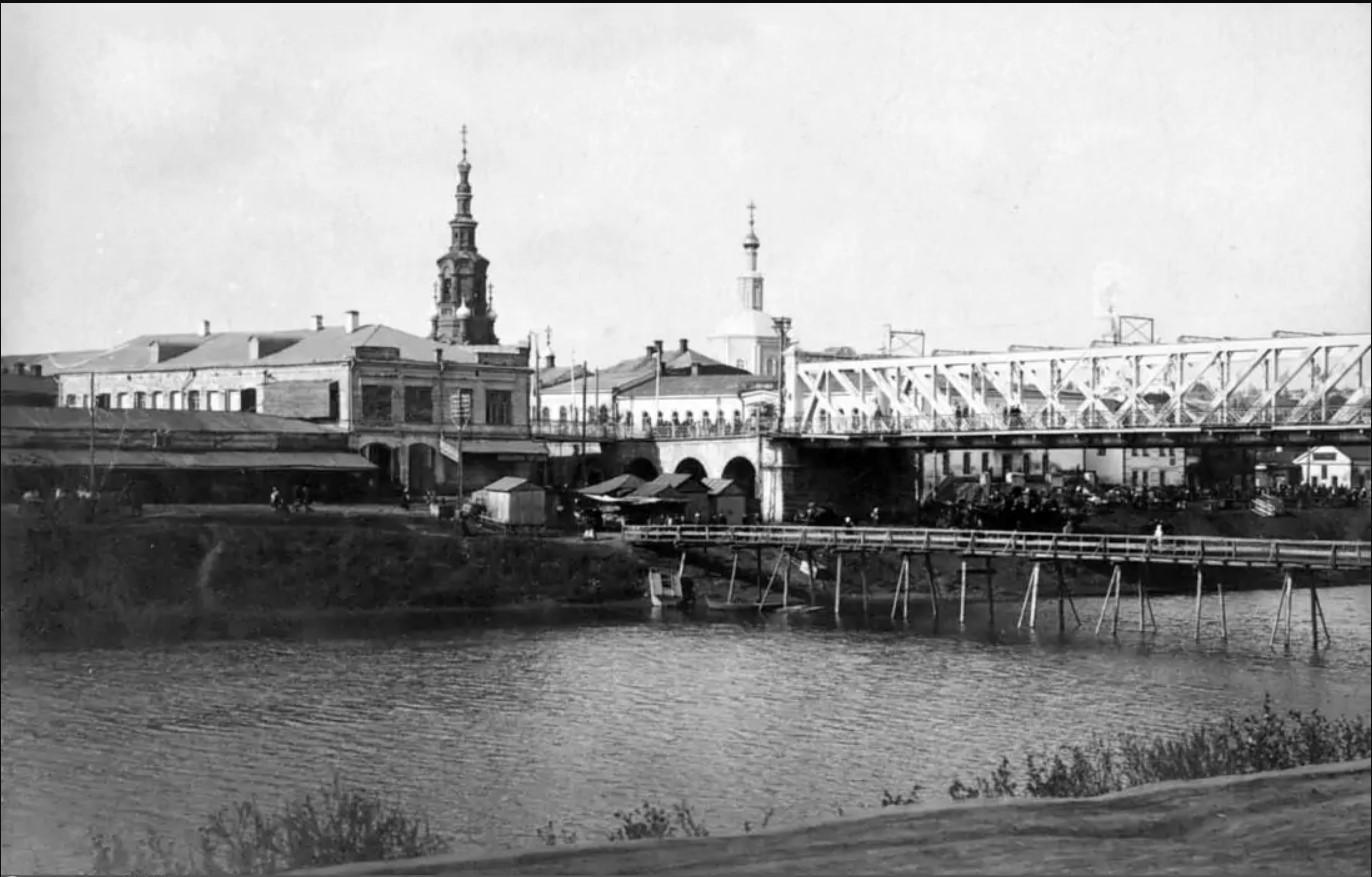 Левый берег Оки у Мариинского моста
