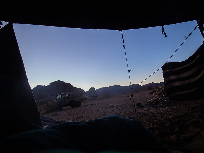 Tue, 2017-11-14 05:45 - Day breaking, viewed from a camp in desert