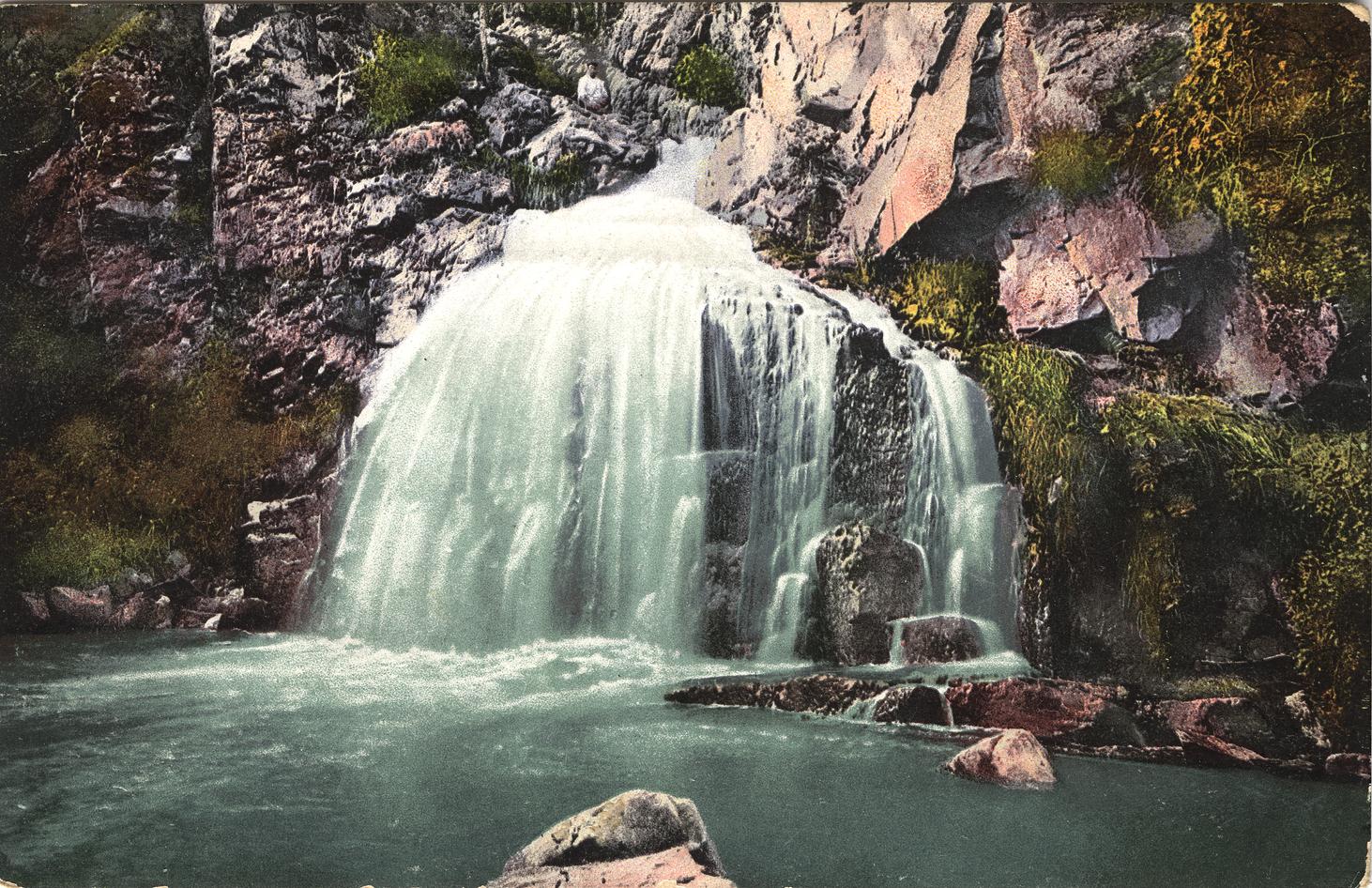 Водопад Камышла. Расположен при впадении реки Камышла в реку Катунь
