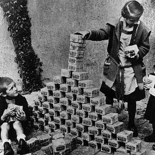 German children playing with worthless banknotes