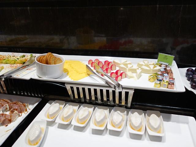 各種起司與花生豆腐@高雄H2O水京棧國際酒店