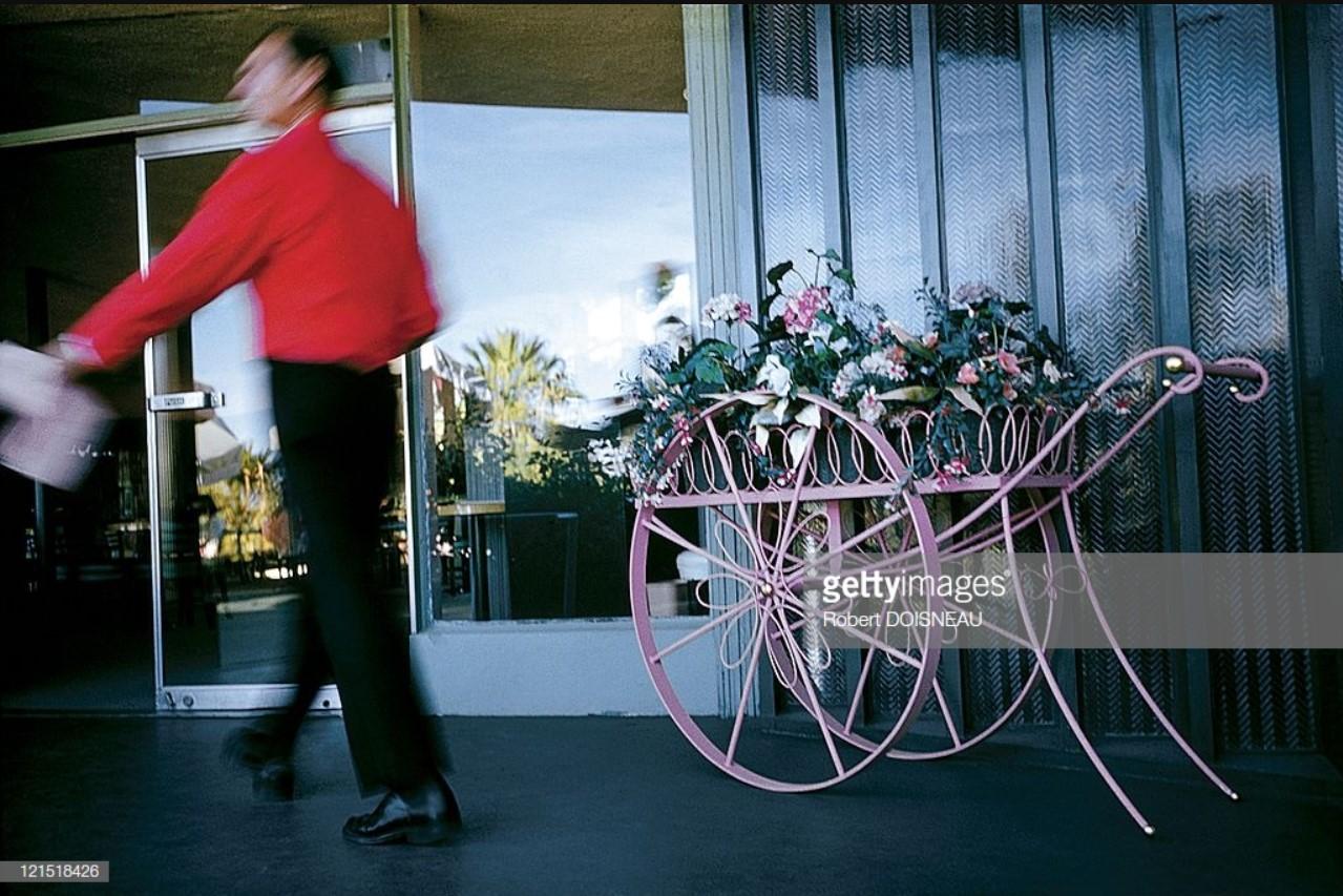 1960. Палм-Спрингс. Мужчина у тележки с цветами