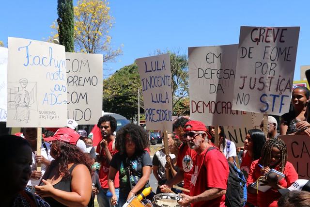 Movimentos populares pressionam Cármen Lúcia na porta do CNJ