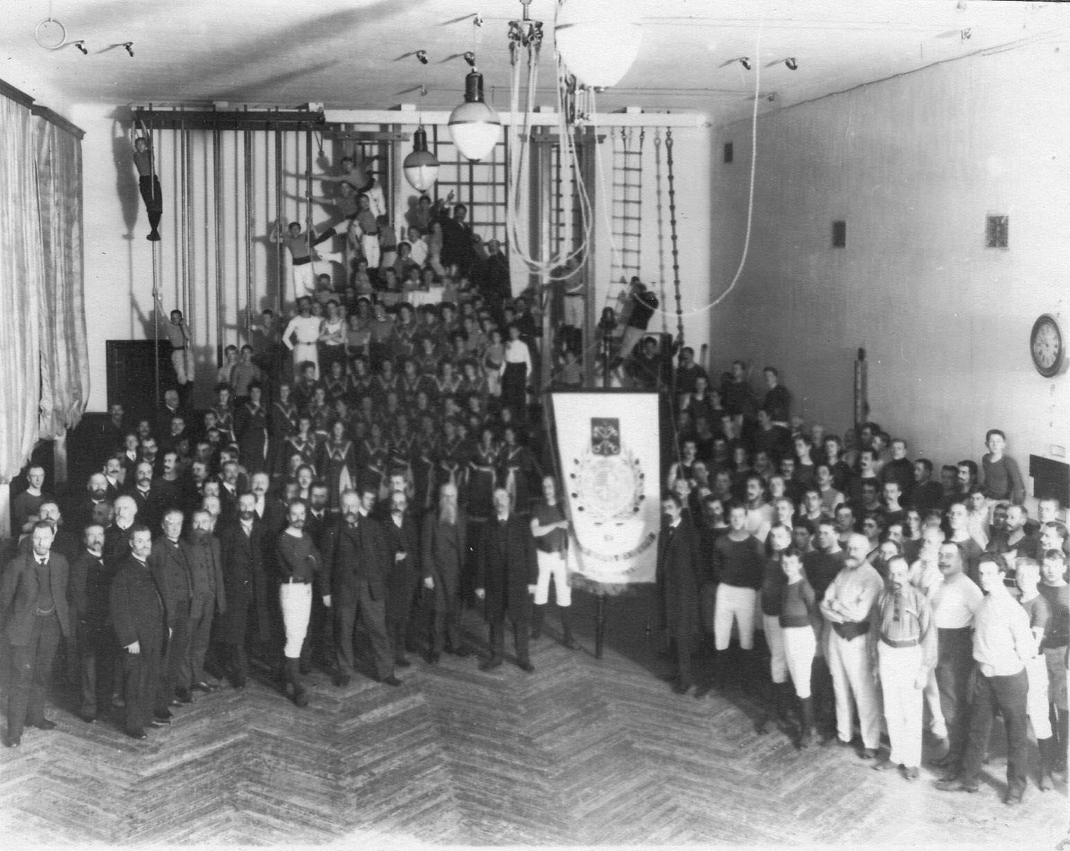 Группа членов гимнастического общества «Пальма» в день 50-летнего юбилея