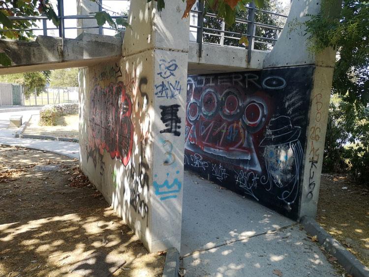 Grafitis Mirador Paseo de La Cornisa.3