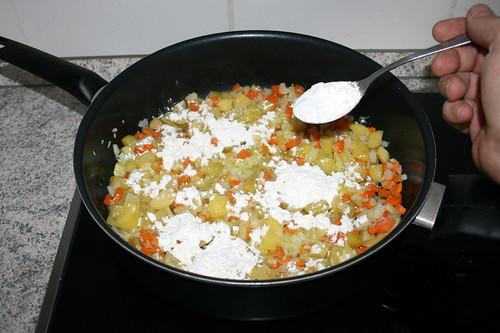 35 - Mit Mehl bestäuben / Dredge with flour