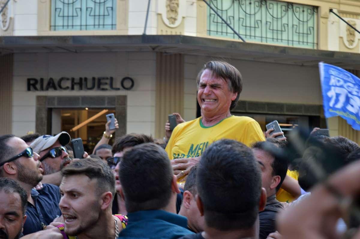 PF vasculha escritório de advogado do homem que esfaqueou Bolsonaro em MG, Facada em Bolsonaro