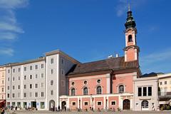 Salzburg - Altstadt (51) - Sankt-Michaels-Kirche am Residenzplatz
