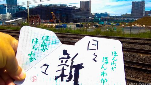 小僧落書き:遠景は建設中の品川新駅(撮影:筆者)