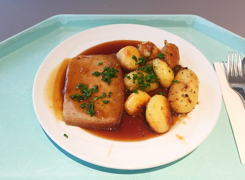 Meat loaf in onion sauce / Hackbraten in Zwiebelsauce