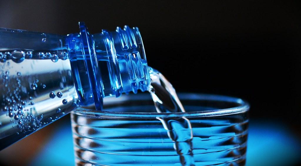 5 motivos para beber de 2 a 3 litros de água todos os dias, beber água