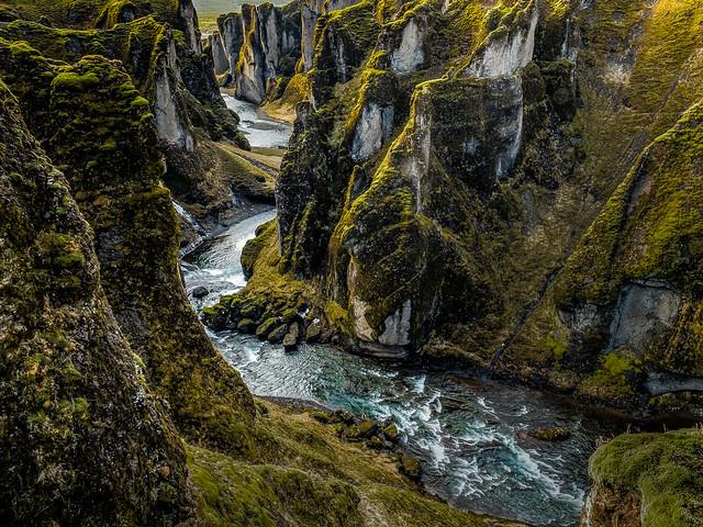 Fjaðrárgljúfur_Canyon