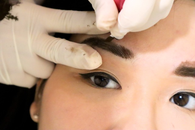 LA VIDA: Creating a three-dimensional tone to my brows