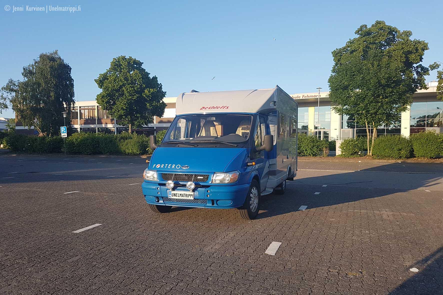 Fehmarnissa parkkipaikalla, Saksa