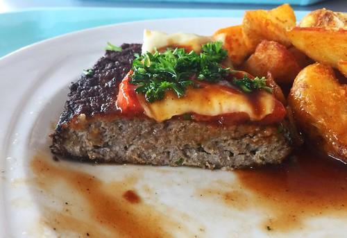 Salisbury steak - Lateral cut / Rinderhacksteak - Querschnitt