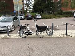 Hungarian cargo bike at Huopalahti train station