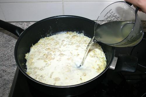 35 - Gemüse-Kochwasser dazu gießen / Add cooking water