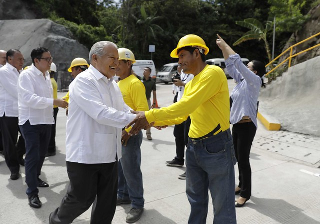 """Entrega del Puente Binacional """"La Hermandad"""" , Angiatú , Frontera El Salvador-Guatemala."""